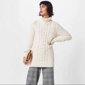 GAP NWT SH Cable knit sweater w/ rolled neck.